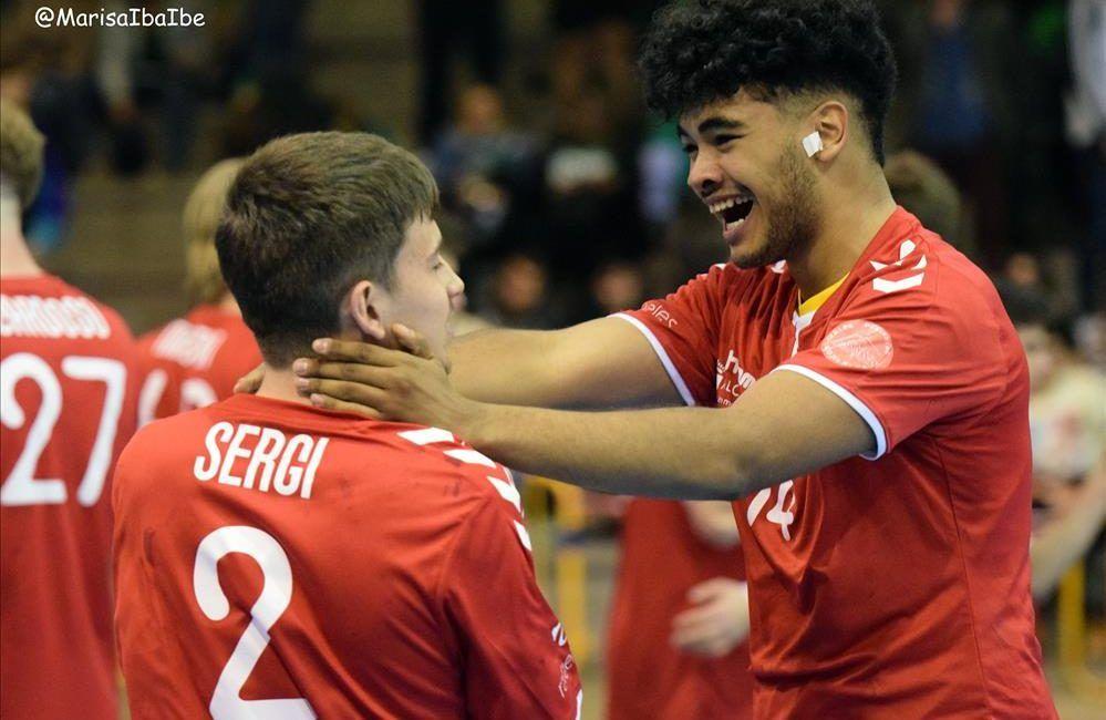 Juveniles celebrando el ir al campeonato de España
